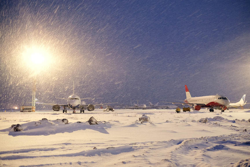 Airlines brace as snowstorm threatens disruption