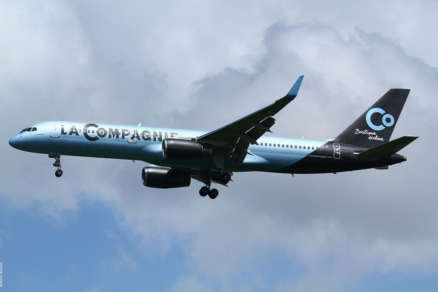 La-Compagnie-Plane.jpg