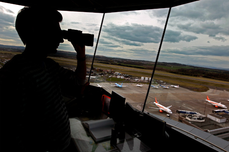 UK air traffic controllers warn of 'overcrowded' skies