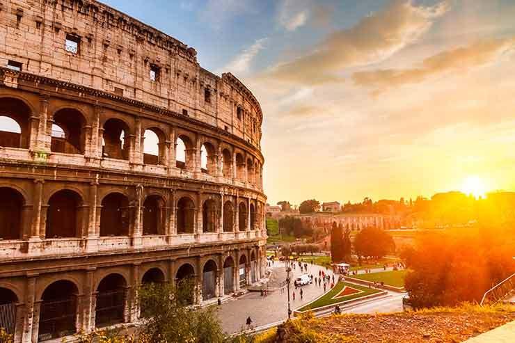 Italy enforces total coronavirus lockdown
