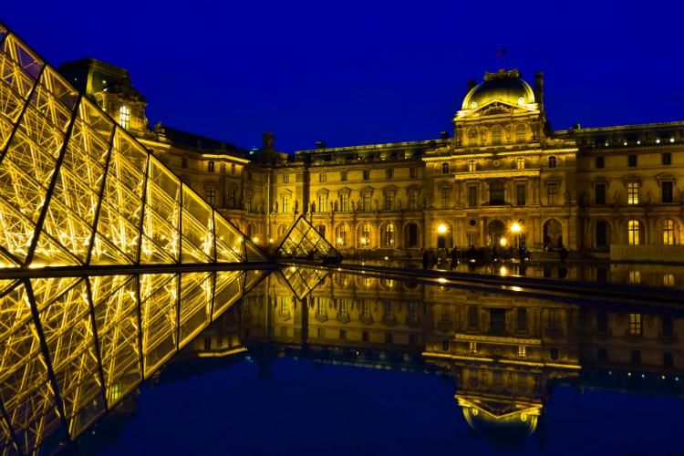 France advises against school groups travel