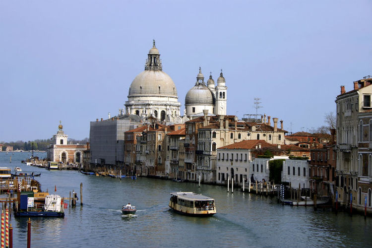 Large ships banned from central Venice
