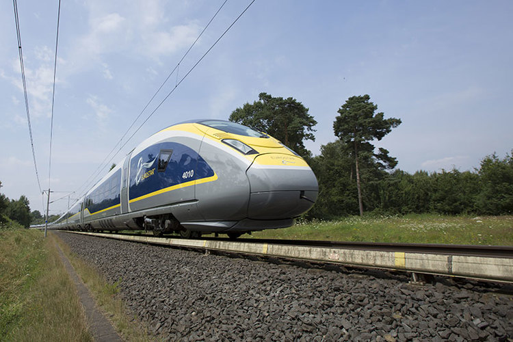 Eurostar slashes timetable amid French national strikes