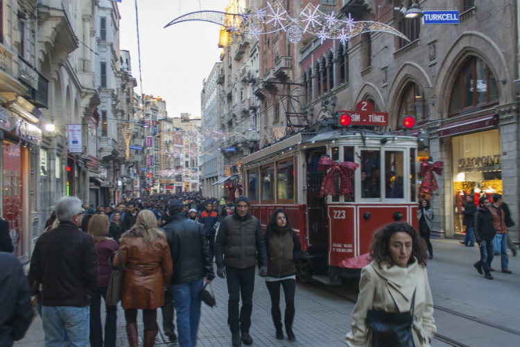 Update: Istanbul bomb attack kills four