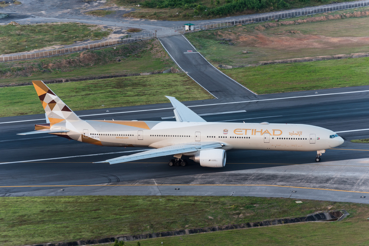 Etihad Airways stops taxiing plane to rush passengers to ill grandson