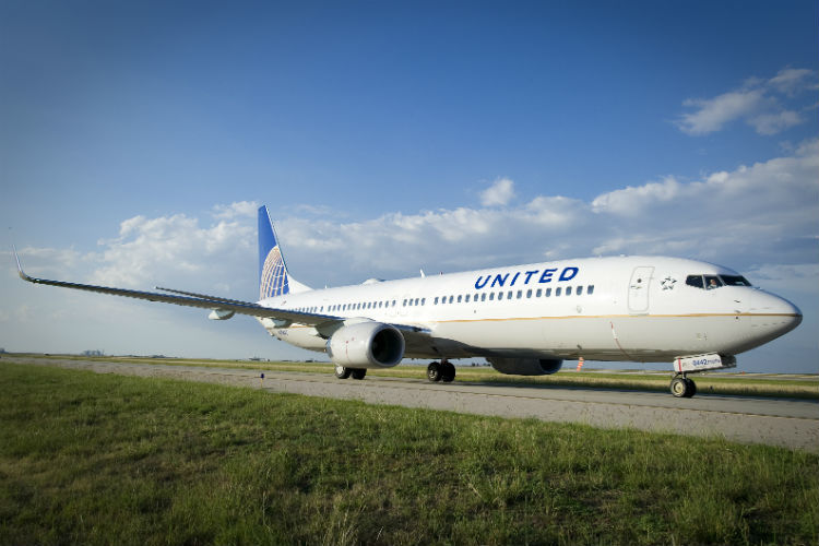 United introduces passenger health assessments