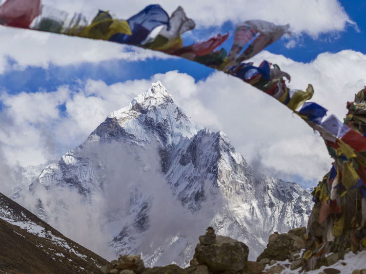 Fears that unauthorised tourist flights could cause avalanches on Everest