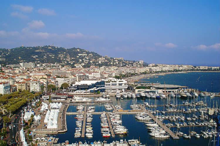 Beach bag ban in Cannes