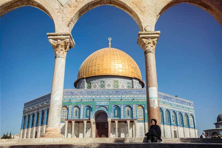 Israel to re-admit organised group tours