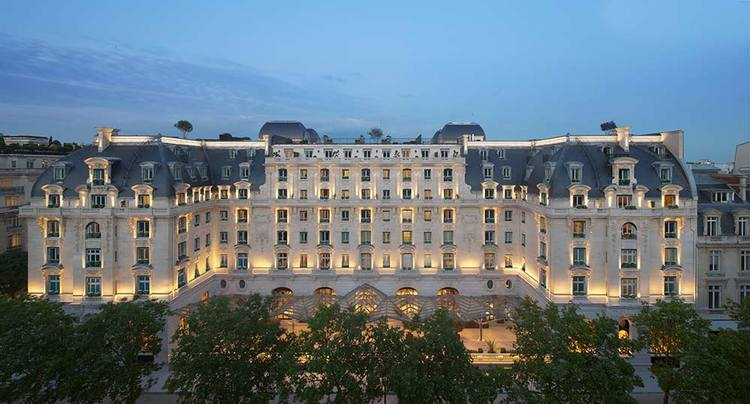 The-Peninsula-Paris-Exterior-Night.jpg