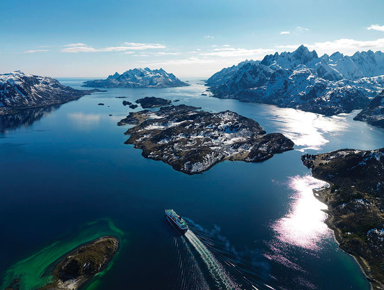 Coastal adventures with Hurtigruten