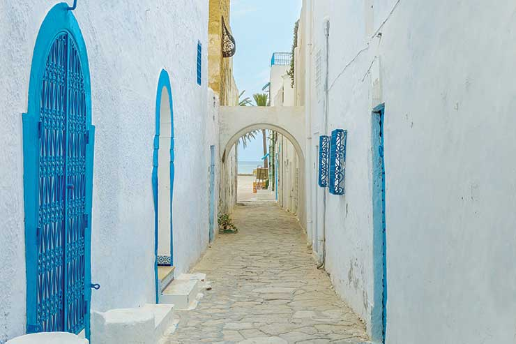 The British Embassy in Tunisia signs Sustainable Tourism Charter