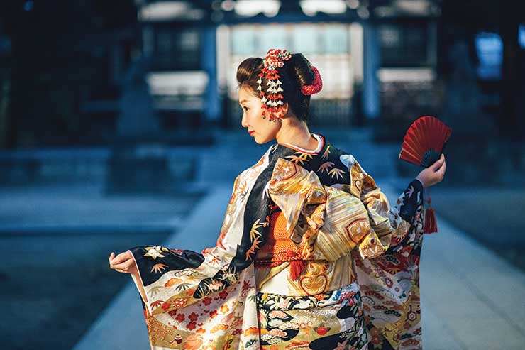 Lady in traditional Japanese dress