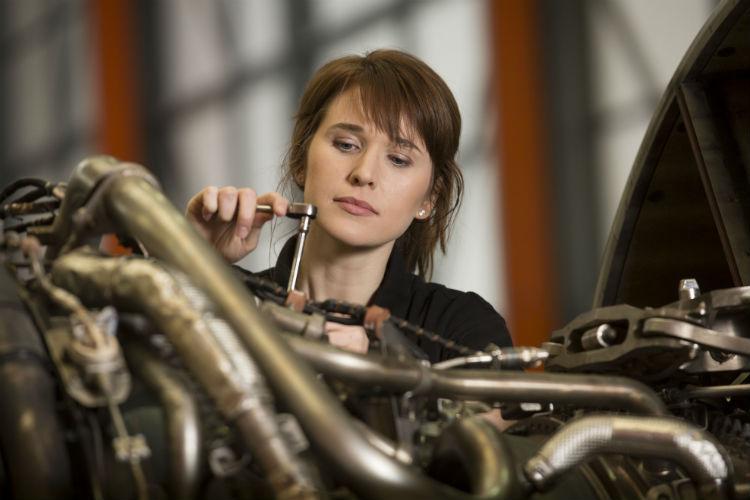 EasyJet targets recruiting 50% female engineers in 2017