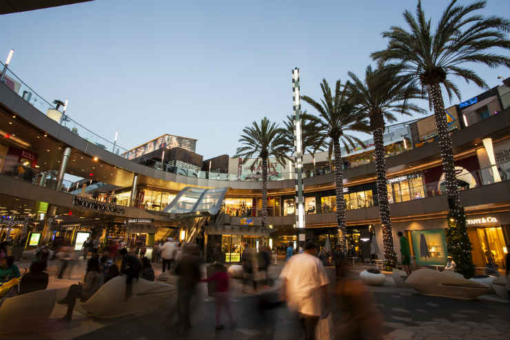 Win a $500 shopping spree experience with Macerich Shopping Centers & Fashion Outlets
