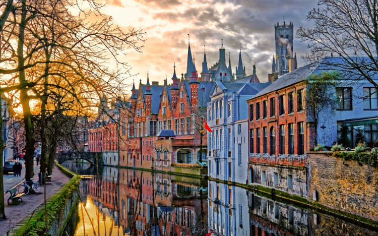 VLM launches new routes from Manchester to Belgium