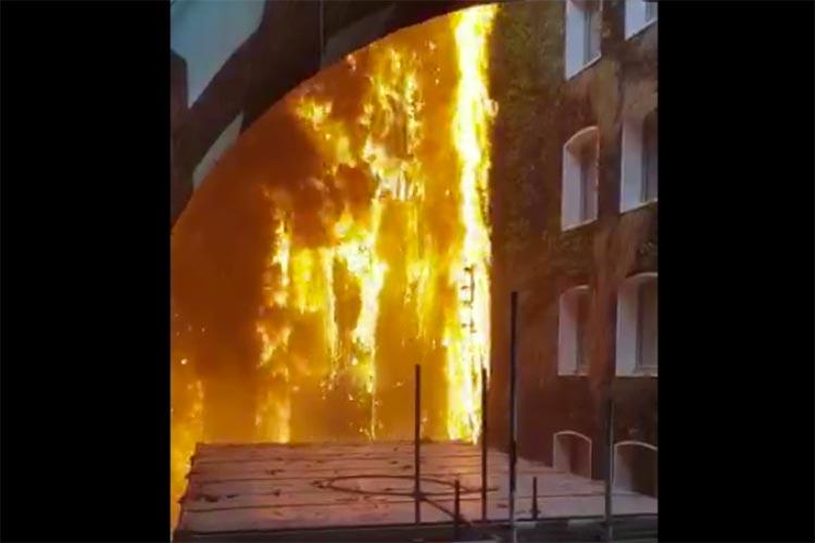 Video: Firefighters tackle huge blaze at Mandarin Oriental Hyde Park