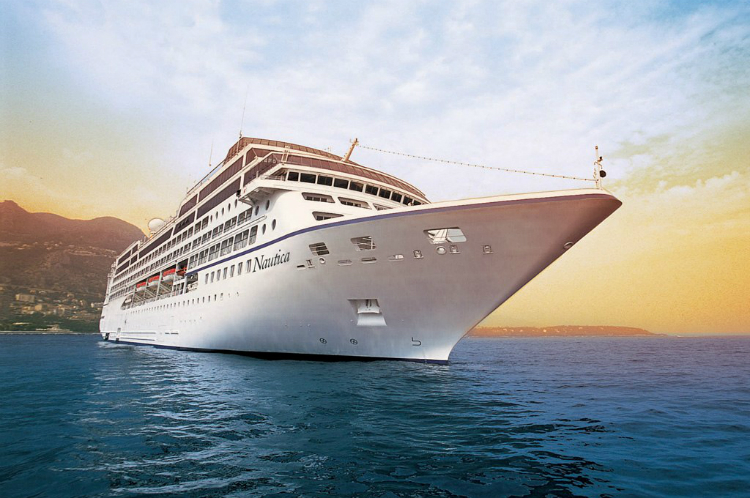 Storm Ali winds rip Oceania Cruises ship from moorings