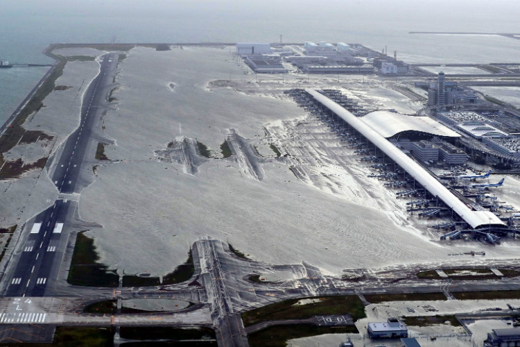 Typhoon Jebi: Thousands left stranded at Japanese airport after fierce storm