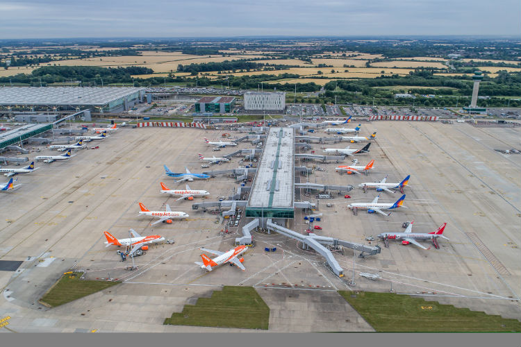 EasyJet check-in staff call off Stansted strikes