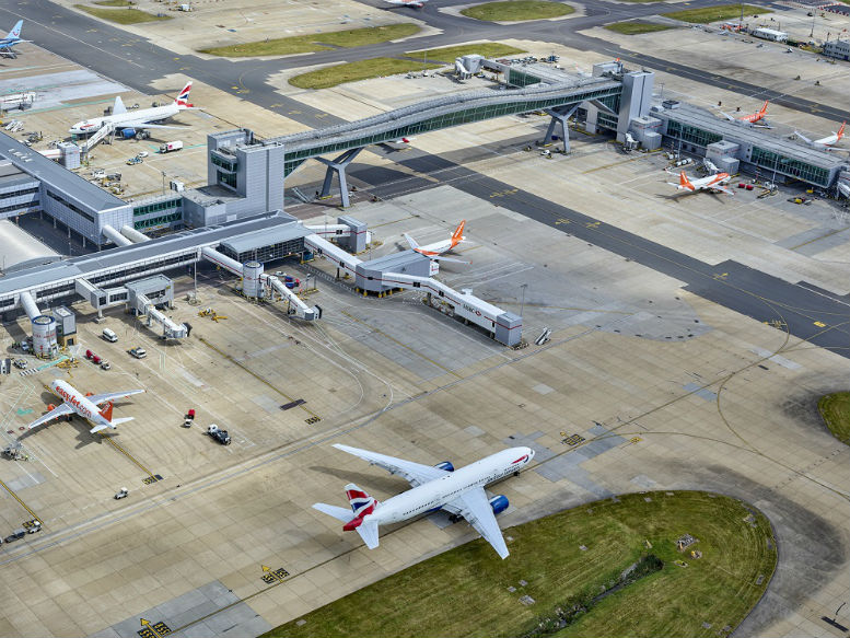 Gatwick flights resume following air traffic control glitch
