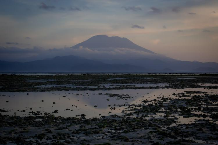 Mount Agung: Tourists urged to keep distance from Bali volcano