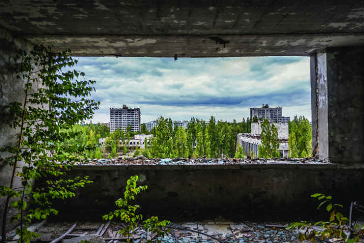 Explore an abandoned town in Ukraine