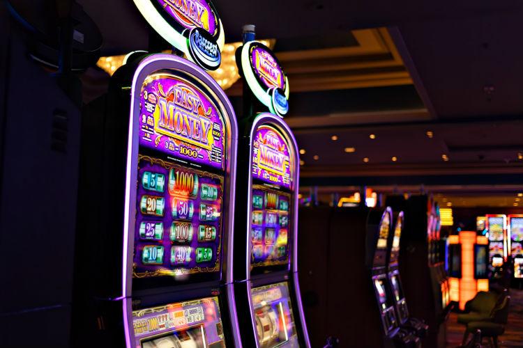 Casino Gambling Stave Sawusch Unsplash 534590-unsplash.jpg