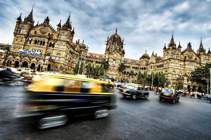 Mumbai will ask UK visitors to quarantine despite the lifting of the flight ban