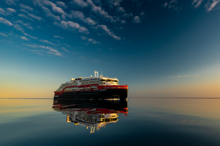 Hurtigruten successfully sails Northwest Passage on hybrid power