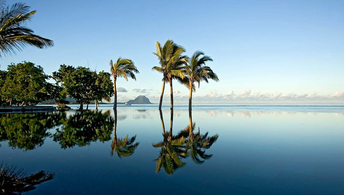 Mauritius issues cyclone alert