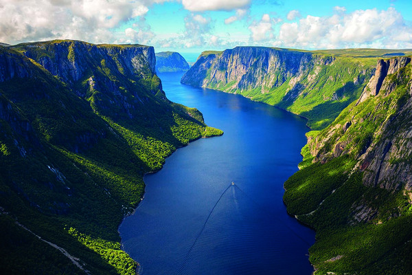 Hiking and adventuring in Gros Morne national park