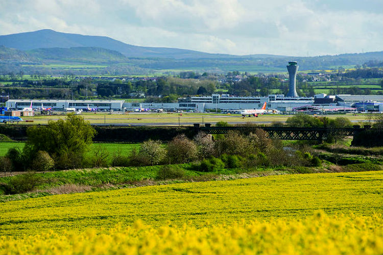 Edinburgh airport cites axed Ryanair route for stalling passenger numbers