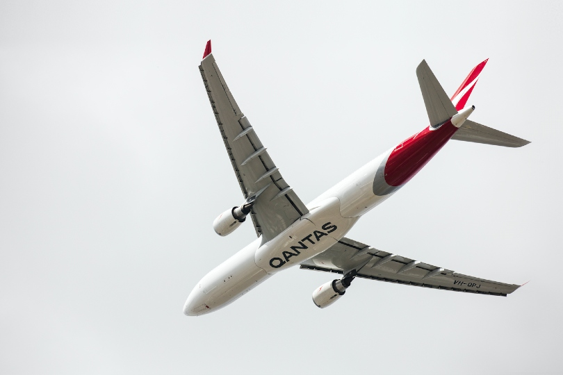 Qantas pushes international flight restart back to October