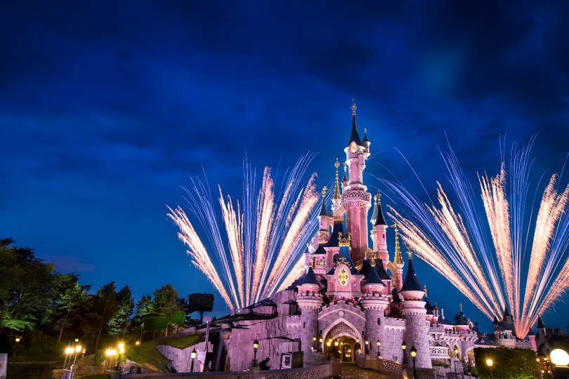 Disneyland Paris postpones reopening