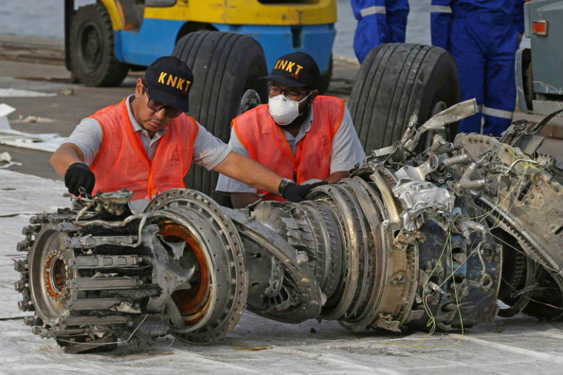 Officials inspect the wreckage of Lion Air Flight 610 (Credit: Achmad Ibrahim/AP/Shutterstock)