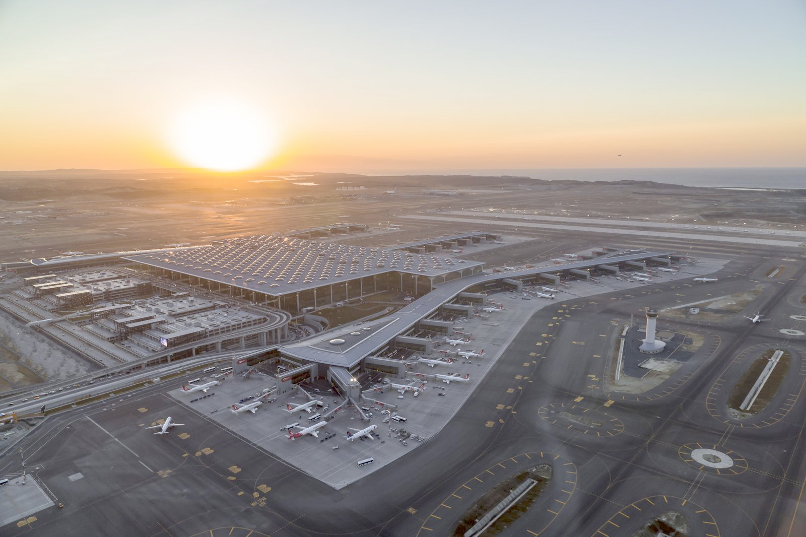 Istanbul airport cements global hub ambitions with third runway