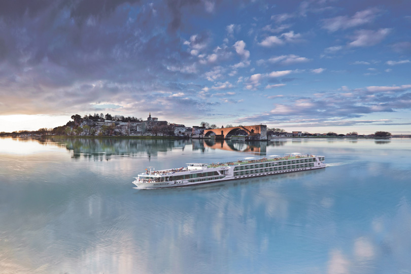 Scenic Sapphire passes through Avignon