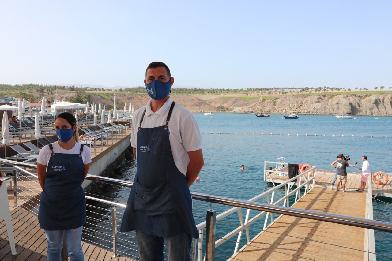 Servers at all restaurants in Gran Canaria are required to wear masks