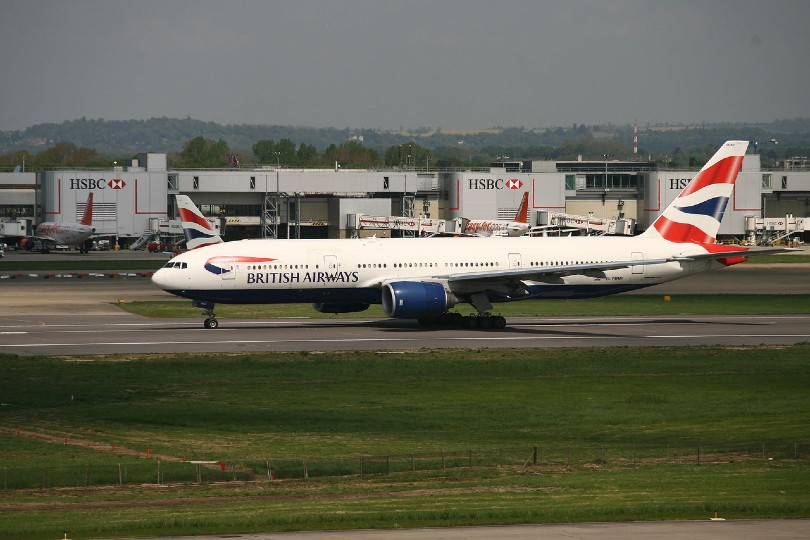 British Airways owner seeks to raise €1bn