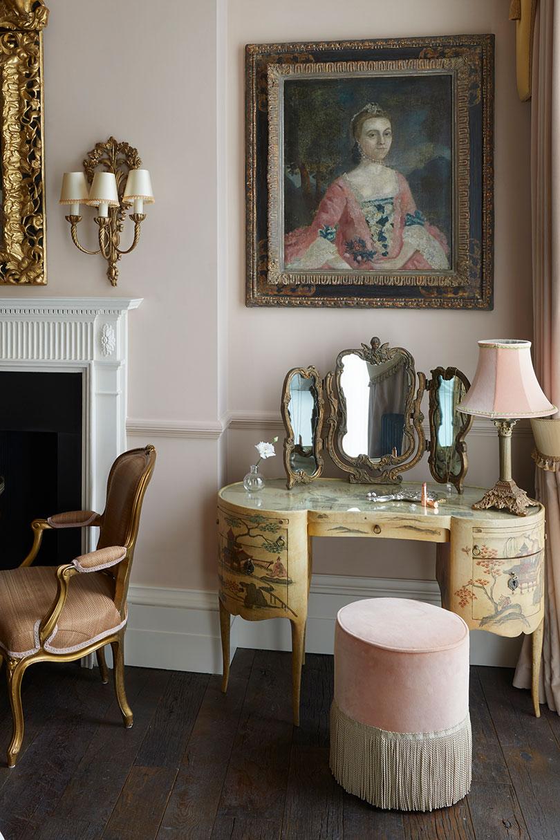 The boudoir feel of the Eliza room