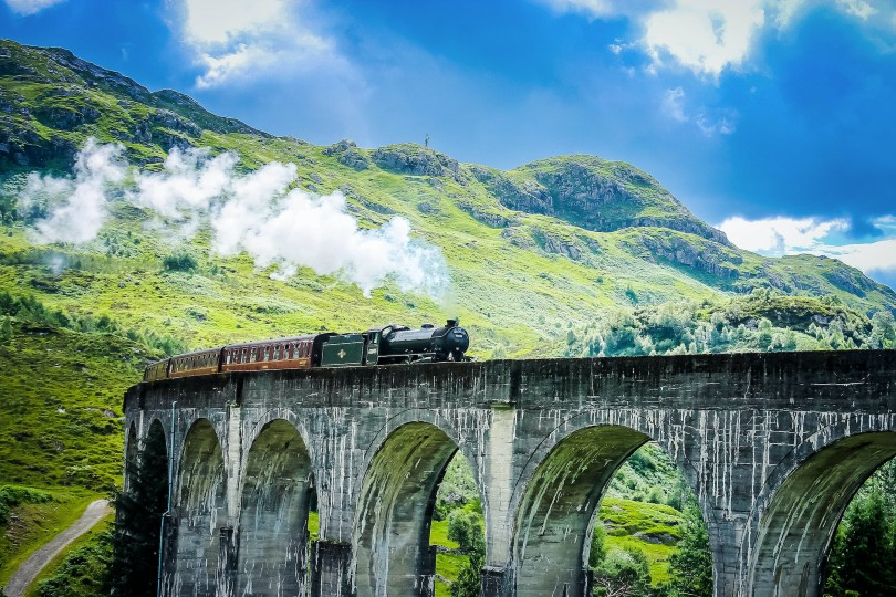 The tour includes a round-trip on the Jacobite steam railway (Credit: Wendy Wu Tours)